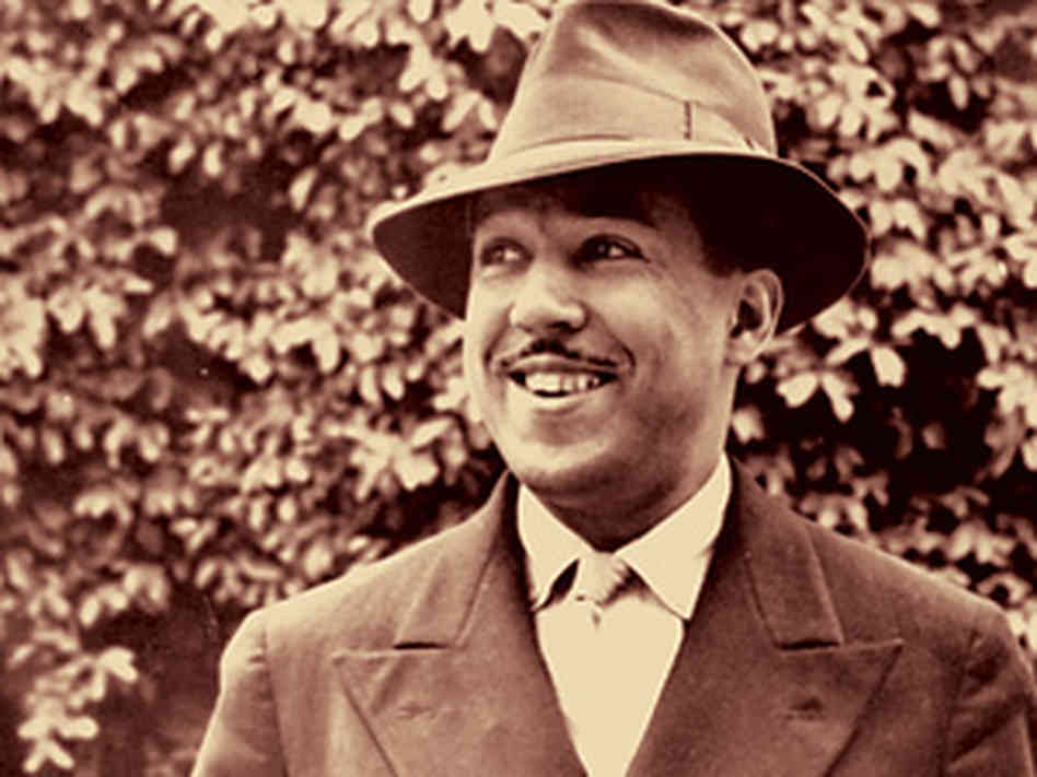langston hughes essay b Langston hughes wrote theme for english b in 1949 'english' in the poem is emblematic of comprehensiveness, universality and cultural integration.